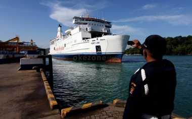 \Ingin Cepat Nyeberang, Pemudik Diimbau Beli Tiket Ferry Online   \