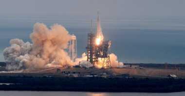 Roket 14 Lantai Milik SpaceX Berhasil Diluncurkan