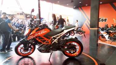 TOP AUTOS OF THE WEEK: KTM Tak Akan Recall 390 Duke di Indonesia