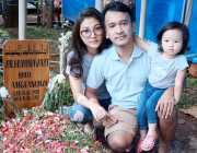 FOTO: Kangen Sahabat saat Lebaran, Ruben Onsu <i>Nyekar</i> ke Makam Jupe
