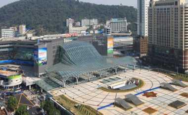 \Direnovasi, Stasiun Terbesar China East Guangzhou Punya Kanopi Bercahaya   \