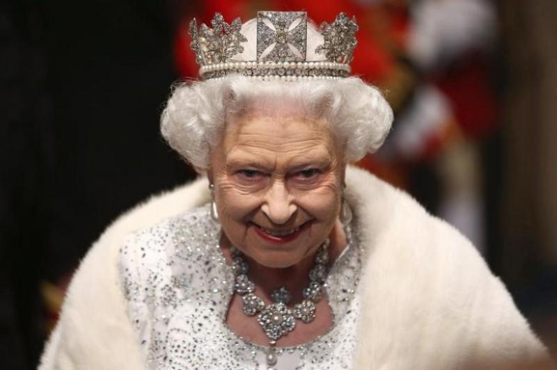Ratu Inggris Naik Gaji hingga Dua Kali Lipat