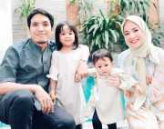 Libur Lebaran, Desta dan Natasha Ajak Anak Wisata ke Taman Bermain