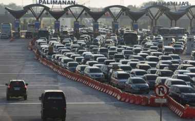 \BUSINESS HITS: Arus Balik, Peningkatan Kendaraan di Tol Jakarta-Cikampek Baru 20%   \
