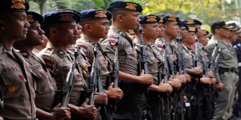 Tangkal Terorisme Puluhan Anggota Polisi Berlatih Silat