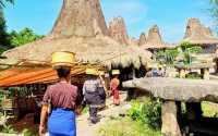SHARE LOC: Kampung Tradisional di Tengah Kota Waikabubak NTT, Struktur Bangunannya Masih Asli!