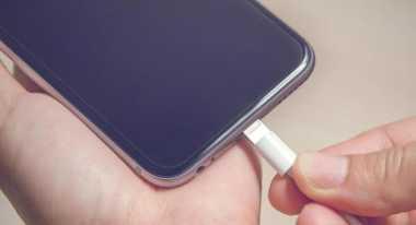 Isi Ulang Baterai Smartphone Tidak Boleh Terlalu Full, Kok Bisa?