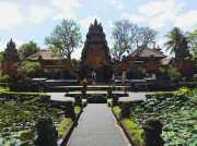 UNCOVER INDONESIA: Eloknya Tari Kecak di Pura Saraswati