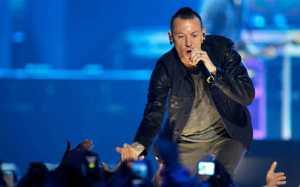 Mengenang Chester Bennington, Berikut 10 Lagu Terbaiknya Bersama Linkin Park