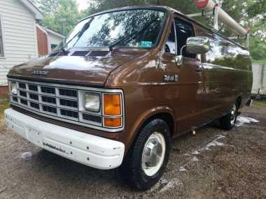 Mobil Van Berisi Alat Pengintai Bekas Digunakan FBI Ini Dijual, Mau?
