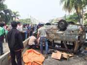 Sebelum Terbakar, Angkot di Pluit Tabrak Separator Busway