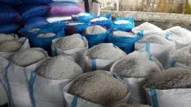 \BUSINESS HITS: Harga Garam Meroket, Usaha Ikan Asin Terpukul\