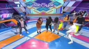 Live Dahsyat: Jadi Vokalis Band Hardcore, Suara Poppy Getarkan Panggung Dahsyat