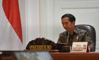 \   Mendadak! Jokowi Kumpulkan Menteri-Menteri di Istana, Pertanda Apa?\