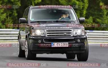 AUTOS VIRAL: Heboh Anak 'Nyetir' Range Rover di Sirkuit Nurburgring