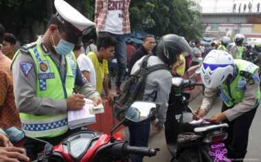 Ngambek karena Ditilang Polisi, Pemuda Ini Bakar Sepeda Motornya