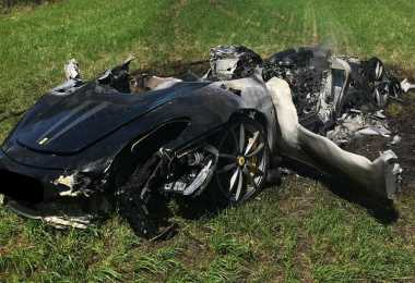 Duuh! Baru Dibeli 1 Jam, Ferrari Ini Hancur karena Kecelakaan