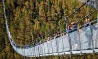 Jembatan Gantung Terpanjang, Membentang 500 Meter di Atas Jurang, Berani Coba?