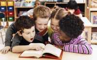 Ingat Moms, Jangan Biasakan Anak Membaca Posting Media Sosial, Alihkan ke Buku Bacaan!