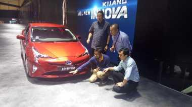 Mengapa Prius Tak Selaris Mobil Camry Hybrid di Indonesia? Ini Penjelasan Toyota