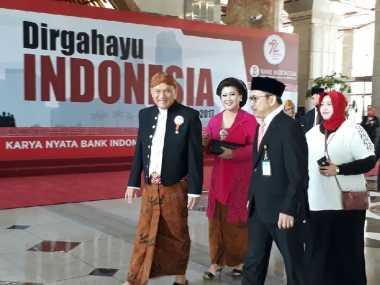 \HARI MERDEKA: Tak Mau Ketinggalan, Ini Gaya Gubernur BI Pakai Baju Adat Jawa Temui Jokowi di Istana\