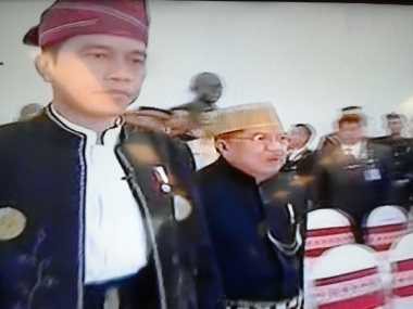 \HARI MERDEKA: Hadiri HUT Ke-72 RI, Para Menteri Ekonomi Jokowi Kompak Pakai Baju Adat\