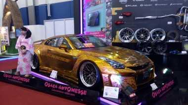 Keren! Mobil Sport Berbalut Warna Emas Asal Jepang Ini Nongol di GIIAS