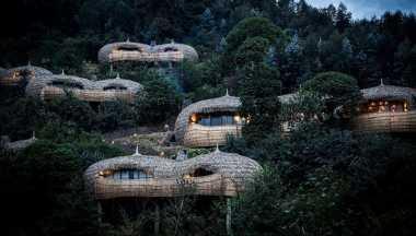 \Unik! Vila Mewah Ini Justru Dibuat dari Jerami dan Dekat Konservasi Gorila\