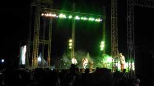 Naif Ajak Penonton Prambanan Jazz Berjingkrak-jingkrak