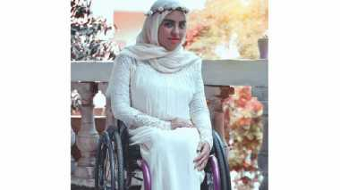 Rania Roushdy, Model Cantik Berhijab yang Menggunakan Kursi Roda