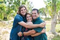 "Cinta Lama Bersemi Kembali, Keluarga Ini Baru Bikin Foto ""Anak Pertama"" saat Puteranya Sudah 21 Tahun"