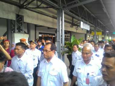 \ECONOMIC VIEWS: Jalur Tol untuk Kereta Semicepat hingga Program Pensiun PNS dalam APBN\