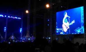 Keren, Sandhy Sondoro <i>Nyanyi</i> 'Malam Biru' versi Reggae di Prambanan Jazz