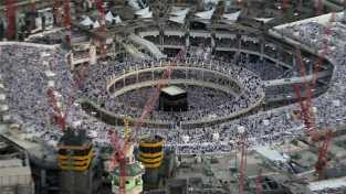 Kakbah di Musim Haji, Fenomena di Balik Kiswah yang Selalu Digulung