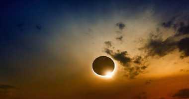 Indahnya Foto Gerhana Matahari Total yang Diabadikan Netizen, Yuk Intip!