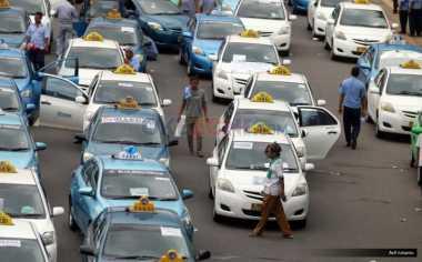 \MA Gugurkan Sejumlah Aturan Taksi Online, Saham Blue Bird dan dan Express Rontok\