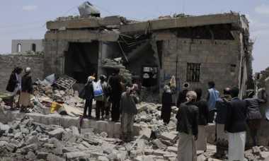 Innalillahi! Puluhan Orang Tewas Akibat Serangan Udara Hantam Hotel di Yaman