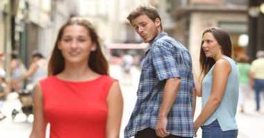 """Cerita Fotografer di Balik Meme """"Distract Boyfriend"""" yang Populer, Seperti Apa?"""