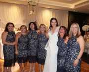 Bukan <i>Bridesmaids</i>, 6 Wanita Ini Pakai Dress Sama saat Kondangan, <i>Duh</i> Malunya!