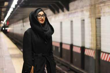 Tutorial Hijab Syar'i Sesuai Syariat dalam Alquran