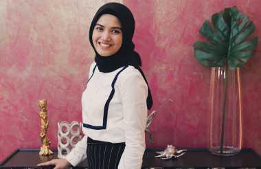 Baru Berhijab? Simak Inspirasi Gaya Hijab Simpel ala Herfiza Novianti, Istri Ricky Harun