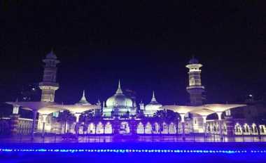 Serunya Wisata Masjid Jamek Kuala Lumpur, Serasa di Masjid Nabawi