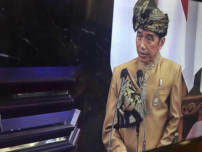 Jokowi Kenakan Baju Adat Sasak saat Pidato Kenegaraan di Sidang DPD