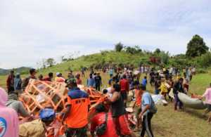 bantu rawat korban gempa sulbar tni ad buka tenda pengungsian dekat rs lapangan InlM6JKpvB