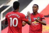 Demi Empat Besar, Berbatov Minta Man United Tingkatkan Konsentrasi