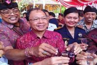 Gubernur Koster Klaim Ramuan Arak Bali Manjur Sembuhkan Corona
