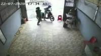 Viral Seorang Wanita di Palembang Lumpuhkan Pelaku Curanmor Terekam CCTV
