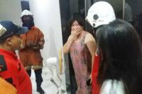Ibu di Surabaya Terjebak Selama 1 Jam Dalam Lift Rumahnya