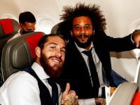 Meski Tak Bisa Tampil, Sergio Ramos Tetap Temani Madrid ke Manchester