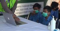Kuota Internet Mahal, Siswa SD Menumpang Belajar Daring di Pos Polisi